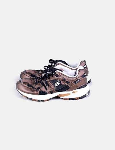 Zapatilla deportiva marrón