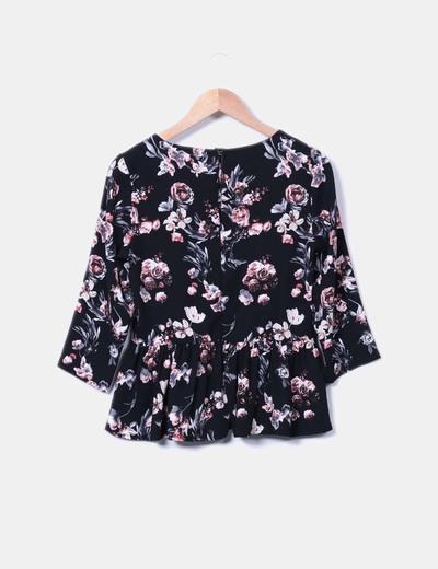 Blusa negra floreada peplum