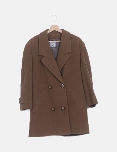 Abrigo marrón doble botonadura