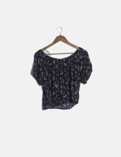 Camiseta nwgra cuello barco estampado floral