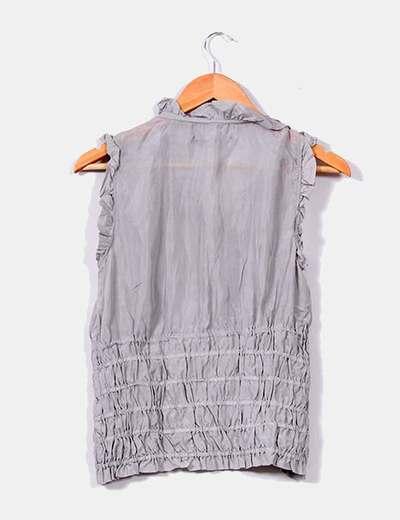 Blusa gris fruncida