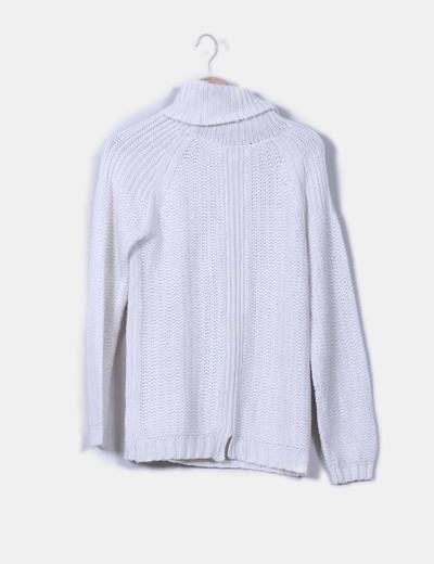 Jersey blanco de cuello vuelto