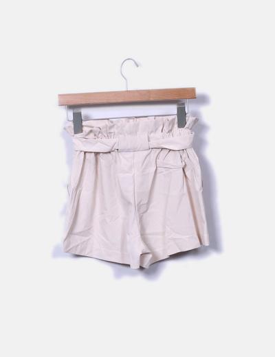 Short beige con cinto
