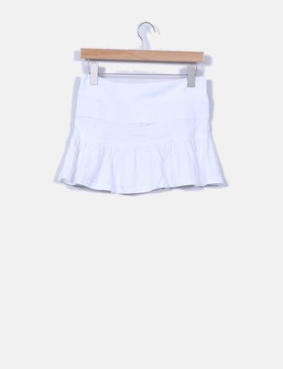 Mini falda blanca deportiva con vuelo