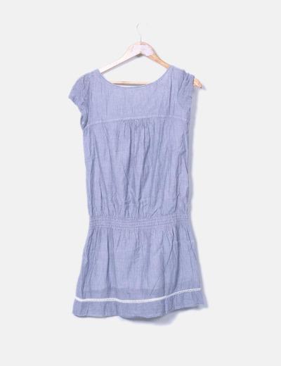 Vestido midi azul combinado con crochet