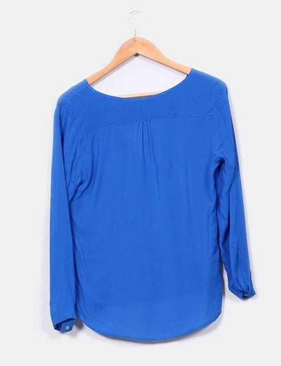 Blusa escote pico azul klein