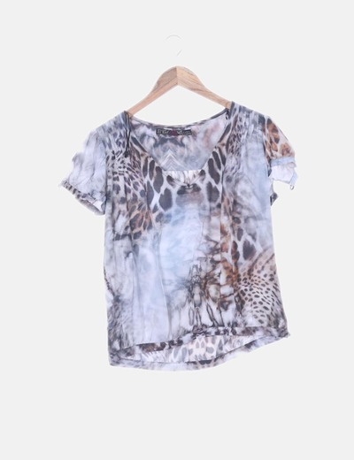 Blusa animal print escote pico