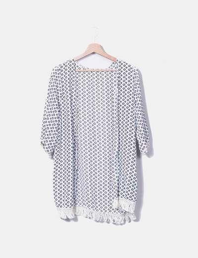Kimono blanco estampado con borlas