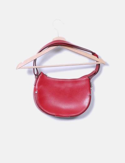 Bolso rojo con tachas