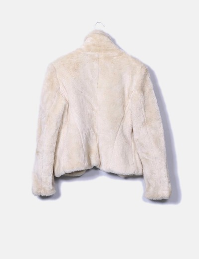 Abrigo beige corto de pelo sintetico