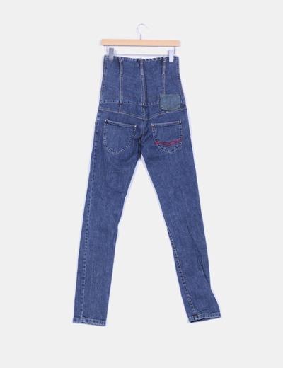 Jeans denim tiro alto entallado