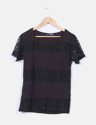 Camiseta negra con encaje  Atmosphere