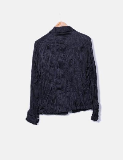 Camisa negra plisada con botones