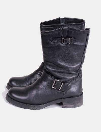 Botas negras con hebilla lateral Alpe