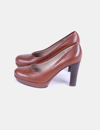 Zapato marrón Unisa