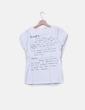 T-shirt beige imprimé le texte Desigual