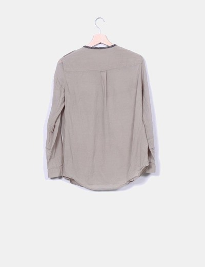 Camisa khaki ribetes bordados