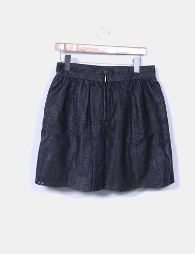 Falda negra midi polipiel troquelada
