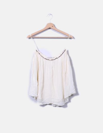 Blusa beige fluida con abalorios metalizados Zara