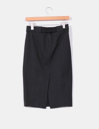 Falda midi negra ajustada con abertura trasera