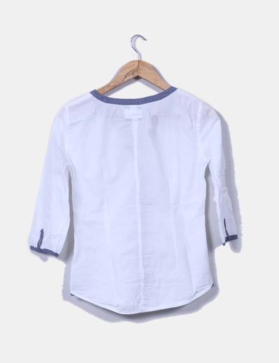 Blusa blanca combinada con denim