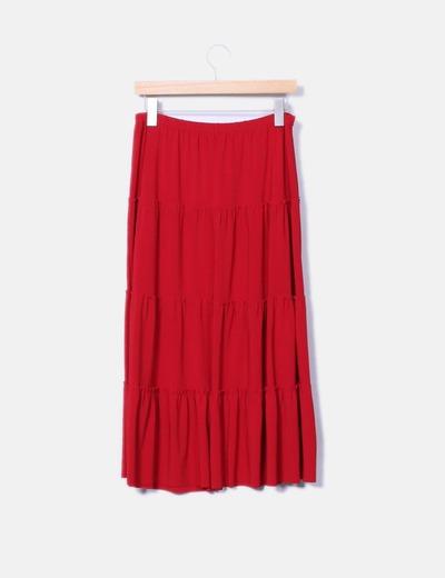 Falda roja con abalorios