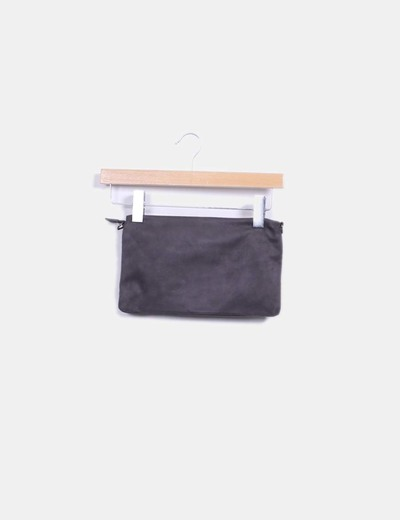 Bolso de mano color taupe combinado con pedreria