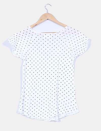 Camiseta blanca con topos