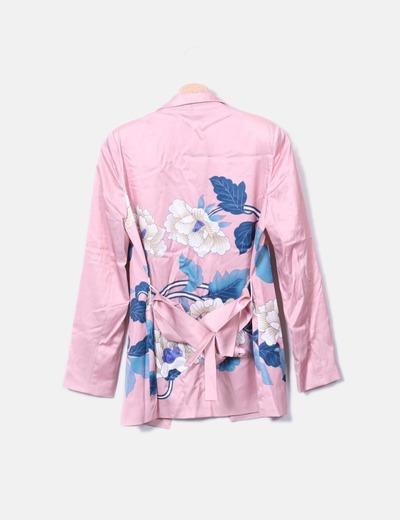Blazer saten rosa floral con cinturon