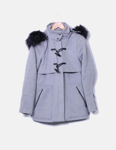 Abrigo gris con pelo negro en la capucha Tiffosi