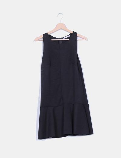 Vestido negro avolantado textura tipo neopreno Lefties