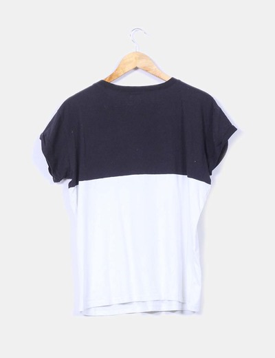 Camiseta blanca y negra de manga corta
