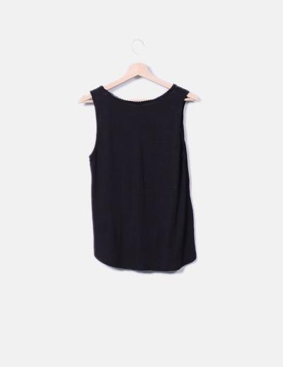Camiseta negra combinada con encaje