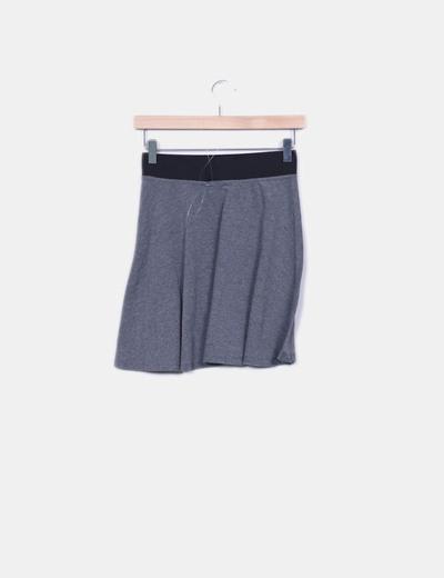 Falda con vuelo gris