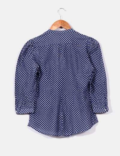 Camisa azul de topos blancos