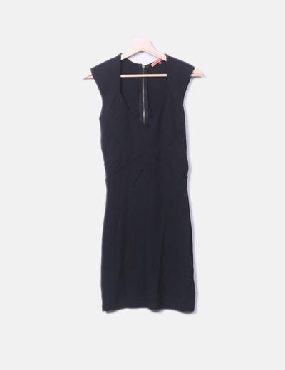 Vestido negro con cremallera Bershka