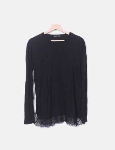 Camiseta fluida negra con encaje