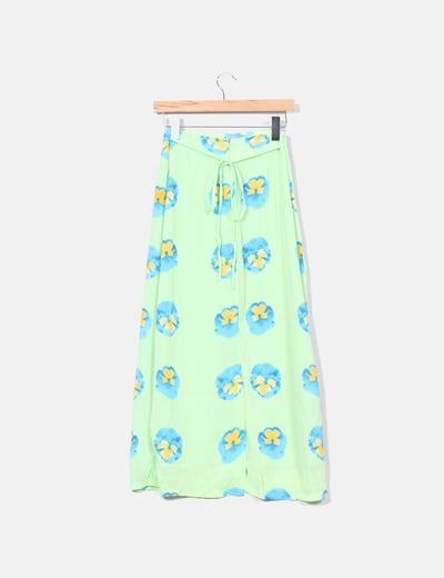 Falda verde floreada