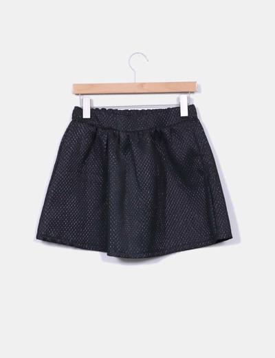 Falda evase negra texturizada