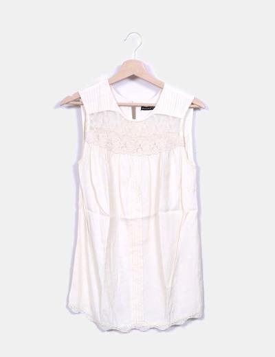 Blusa nude combinada con encaje Atmosphere