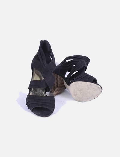 Sandalia negra de taccon con tiras