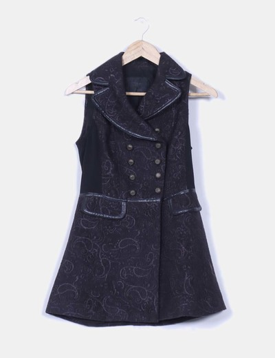 Chaleco negro combinado y bordado  con doble botonadura Stradivarius