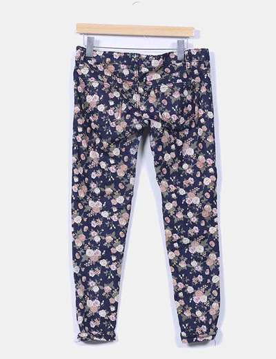 Jeans denim pitillo floral