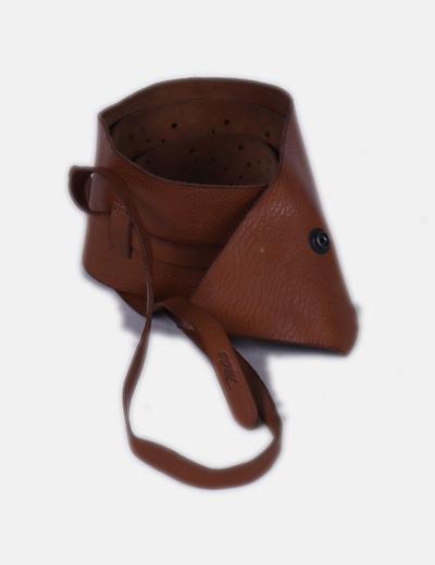 Cinturón camel ancho piel negra detalles troquelados  MCS