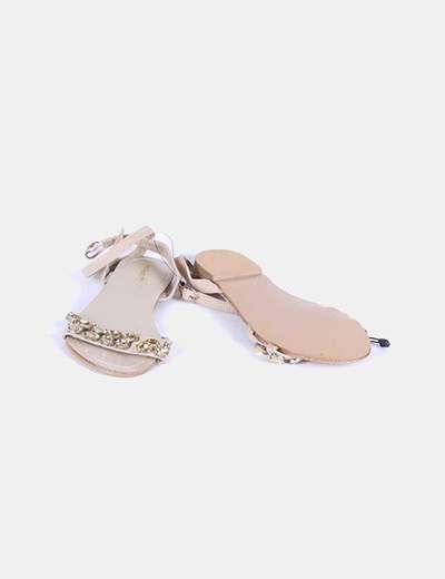 Sandalia beige con pedreria