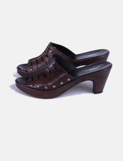 Zapato de tacón destalonado marrón Pam