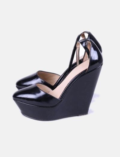 8545c2ac7bc12 Zara Zapatos cuña charol negro (descuento 58%) - Micolet