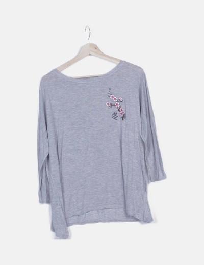 Camiseta gris jaspeada bordado floral
