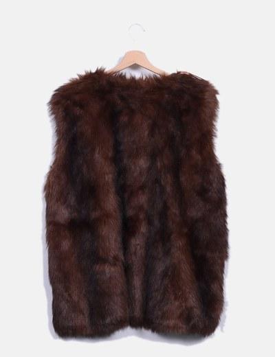 Zara Chaleco de pelo marrón (descuento 68%) - Micolet 5db56b8af00d