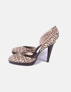 a3a88e82b7f Zapatos tacón beis Pilar Burgos